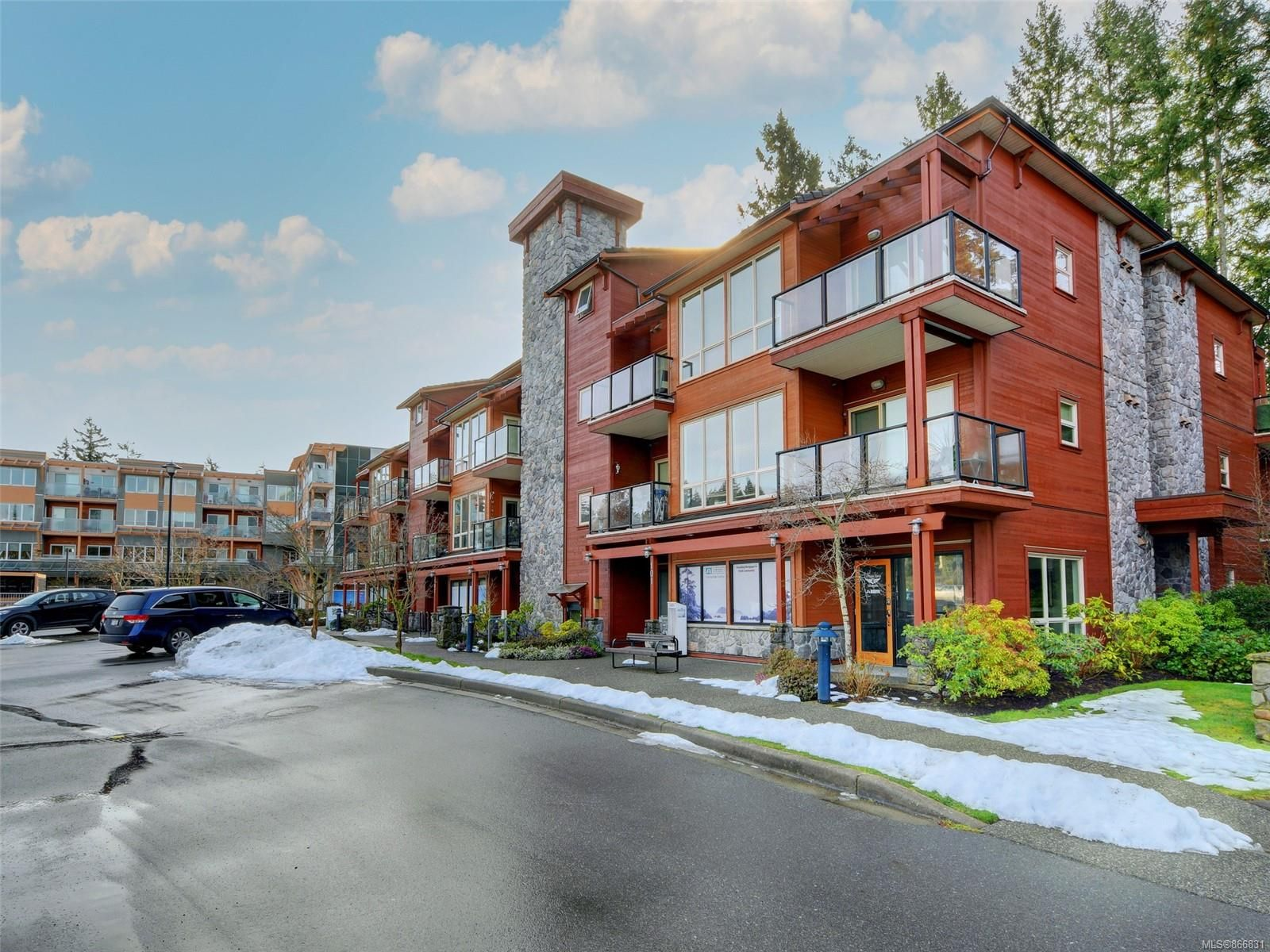 Main Photo: 307 627 Brookside Rd in : Co Latoria Condo for sale (Colwood)  : MLS®# 866831