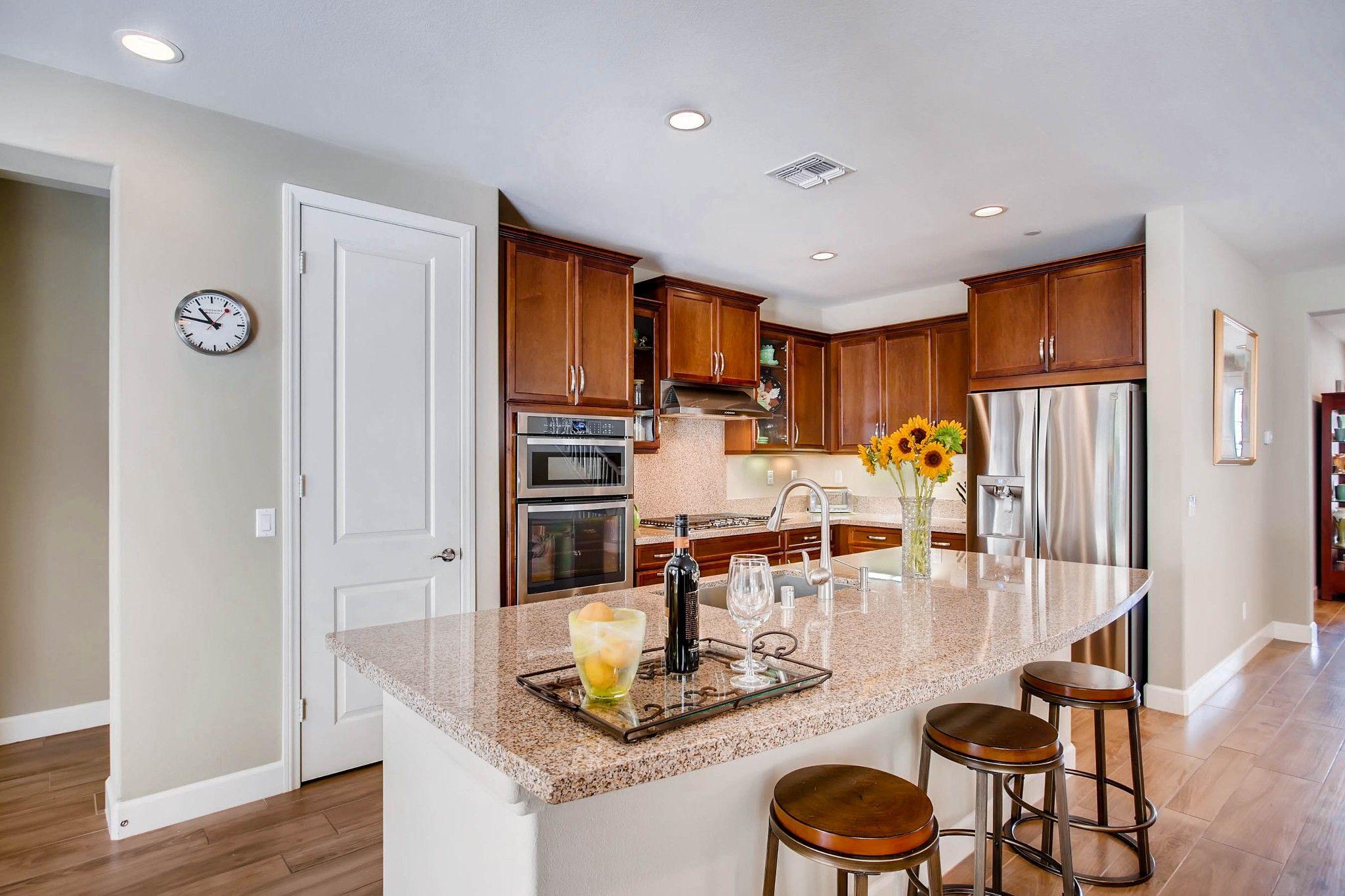 Photo 7: Photos: Residential for sale : 5 bedrooms : 443 Machado Way in Vista