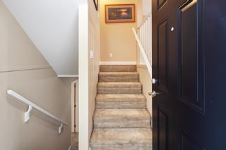 """Photo 4: 13 16789 60 Avenue in Surrey: Cloverdale BC Townhouse for sale in """"LAREDO"""" (Cloverdale)  : MLS®# R2623351"""