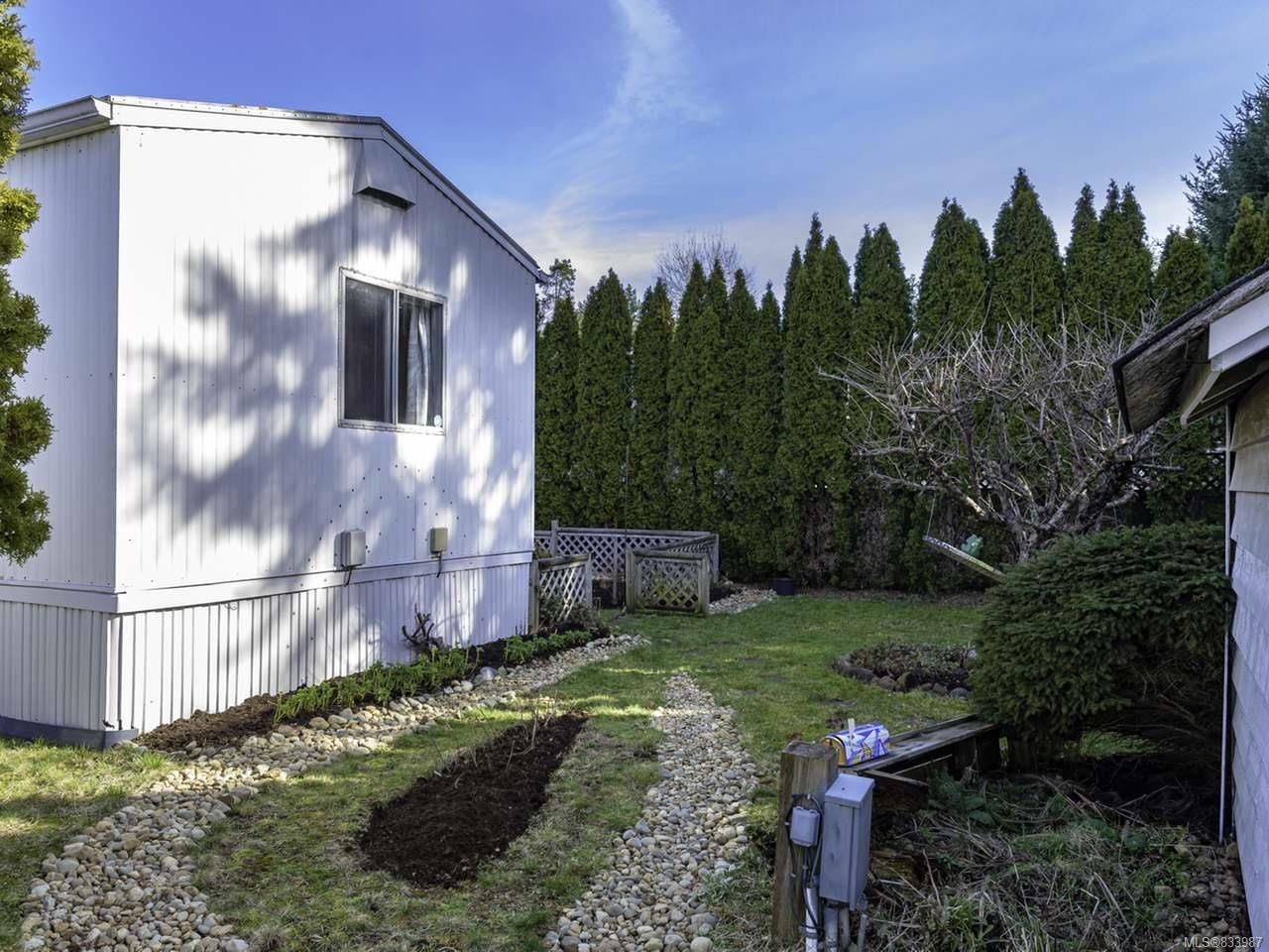 Photo 37: Photos: 64 390 Cowichan Ave in COURTENAY: CV Courtenay East Manufactured Home for sale (Comox Valley)  : MLS®# 833987