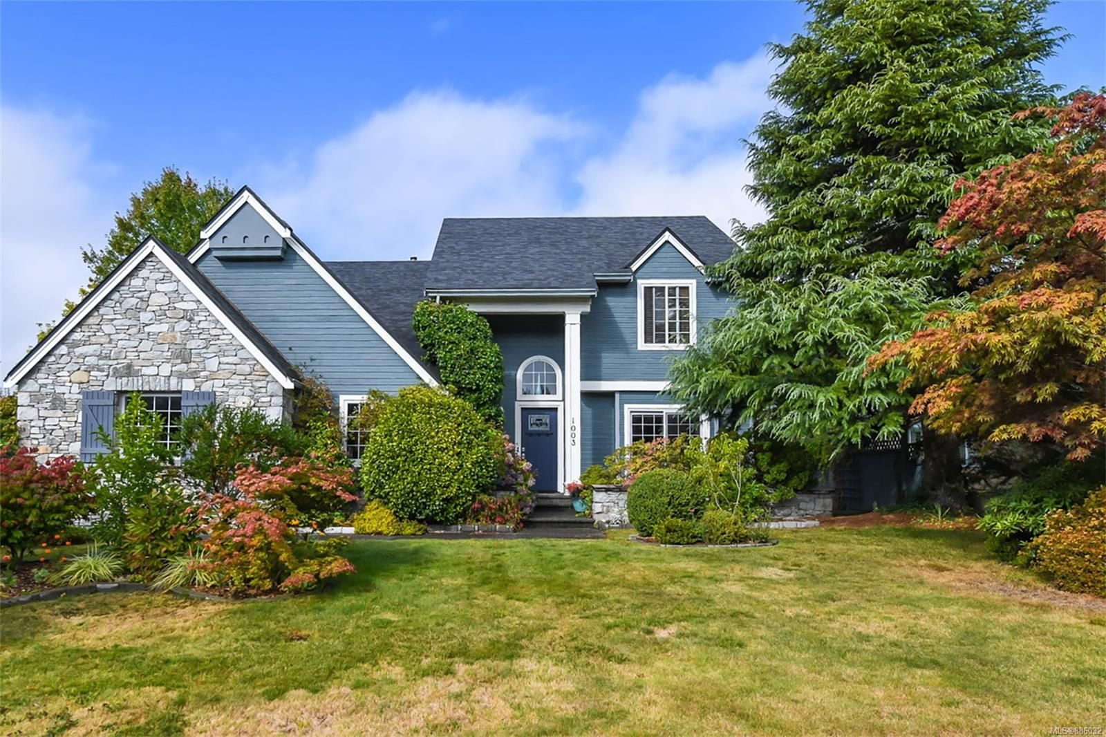 Main Photo: 1003 Kingsley Cres in : CV Comox (Town of) House for sale (Comox Valley)  : MLS®# 886032