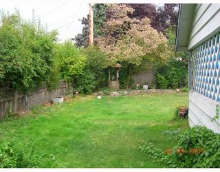 """Photo 3: 1381 WHITEWOOD Place in North_Vancouver: Norgate House for sale in """"NORGATE"""" (North Vancouver)  : MLS®# V666523"""