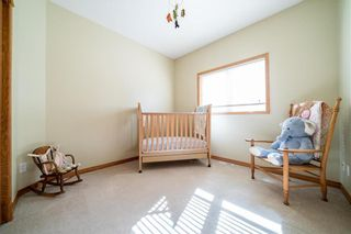 Photo 17: 63 WINTERHAVEN Drive in Winnipeg: River Park South Residential for sale (2F)  : MLS®# 202105931