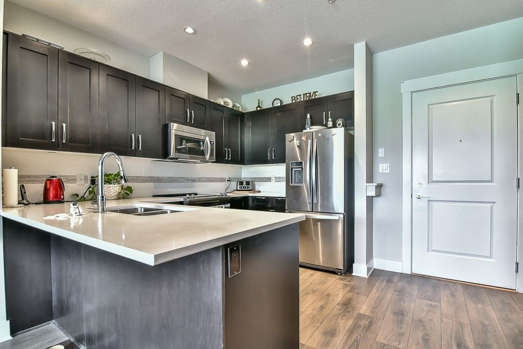 """Photo 4: Photos: 214 20728 WILLOUGHBY TOWN CENTRE Drive in Langley: Willoughby Heights Condo for sale in """"Kensington at Willoughby Town Centre"""" : MLS®# R2190142"""
