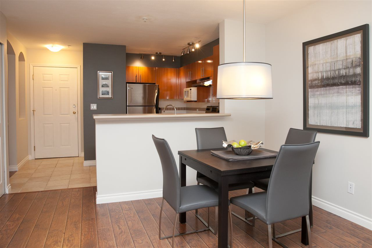 Main Photo: 302 155 E 3RD STREET in North Vancouver: Lower Lonsdale Condo for sale : MLS®# R2026333
