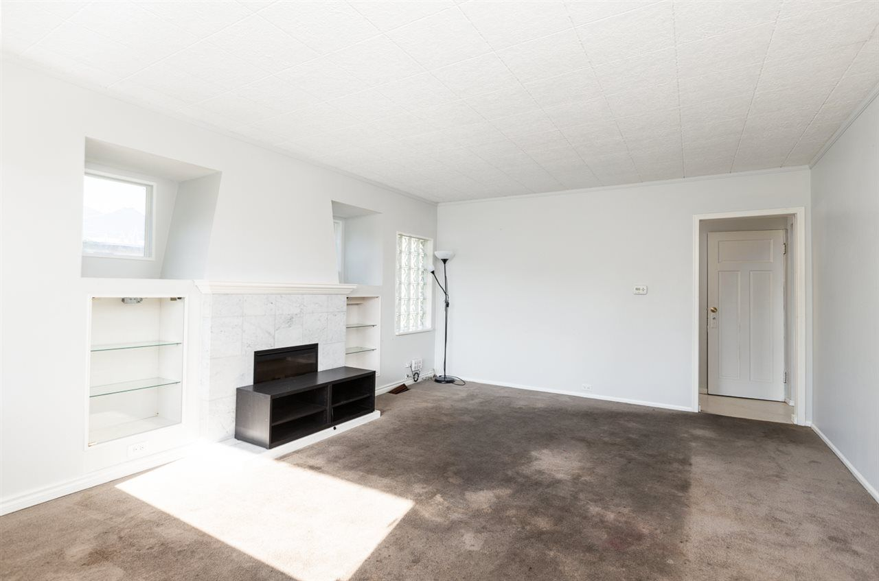 Photo 2: Photos: 2103 E 33RD Avenue in Vancouver: Victoria VE House for sale (Vancouver East)  : MLS®# R2511808