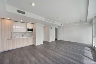 """Photo 3: 2368 DOUGLAS Road in Burnaby: Brentwood Park Townhouse for sale in """"Étoile"""" (Burnaby North)  : MLS®# R2603532"""