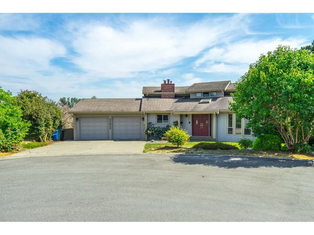 Main Photo: 33035 BANFF Place in Abbotsford: Central Abbotsford House for sale : MLS®# R2618157