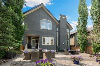 Photo 2: 976 73 Street SW in Calgary: West Springs Detached for sale : MLS®# A1125022