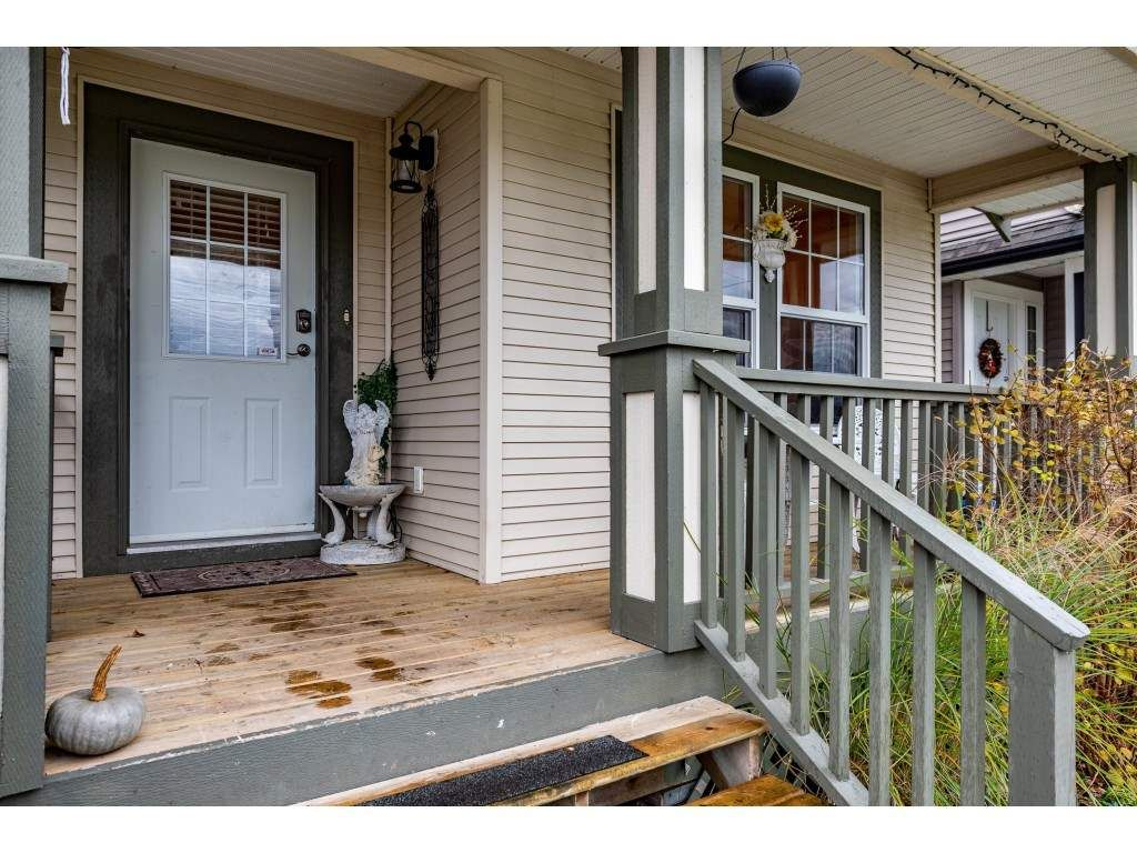 "Photo 3: Photos: 9 45306 BALMORAL Avenue in Sardis: Sardis West Vedder Rd House for sale in ""BALMORAL PARK ESTATES"" : MLS®# R2518450"