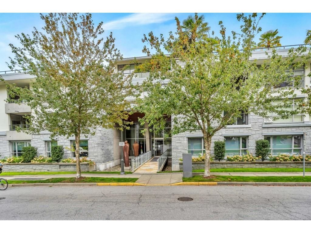 """Main Photo: 102 6015 IONA Drive in Vancouver: University VW Condo for sale in """"Chancellor House"""" (Vancouver West)  : MLS®# R2618158"""