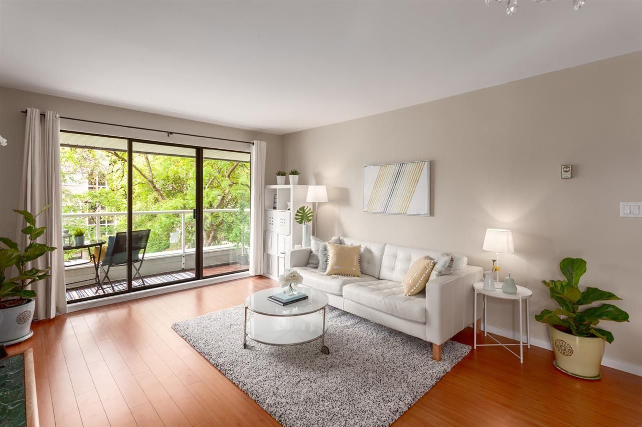 """Main Photo: 304 674 W 17TH Avenue in Vancouver: Cambie Condo for sale in """"Heatherfield"""" (Vancouver West)  : MLS®# R2285626"""