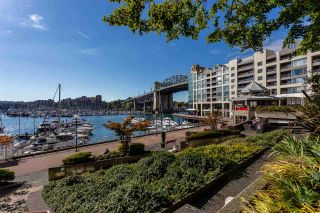 "Main Photo: 605 1006 BEACH Avenue in Vancouver: Yaletown Condo for sale in ""1000 BEACH"" (Vancouver West)  : MLS®# R2558187"