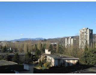 Photo 7: 905 3970 CARRIGAN Court in Burnaby: Government Road Condo for sale (Burnaby North)  : MLS®# V753561