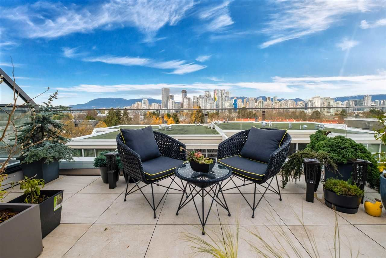 Main Photo: 1089 W 7TH AVENUE in Vancouver: Fairview VW Townhouse for sale (Vancouver West)  : MLS®# R2519757