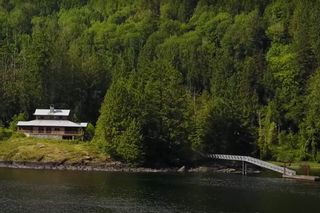 Main Photo: 15785 E EGMONT SHORELINE in Egmont: Pender Harbour Egmont House for sale (Sunshine Coast)  : MLS®# R2543603