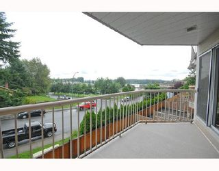 """Photo 1: 214 11595 FRASER Street in Maple Ridge: East Central Condo for sale in """"BRICKWOOD PLACE"""" : MLS®# V731501"""