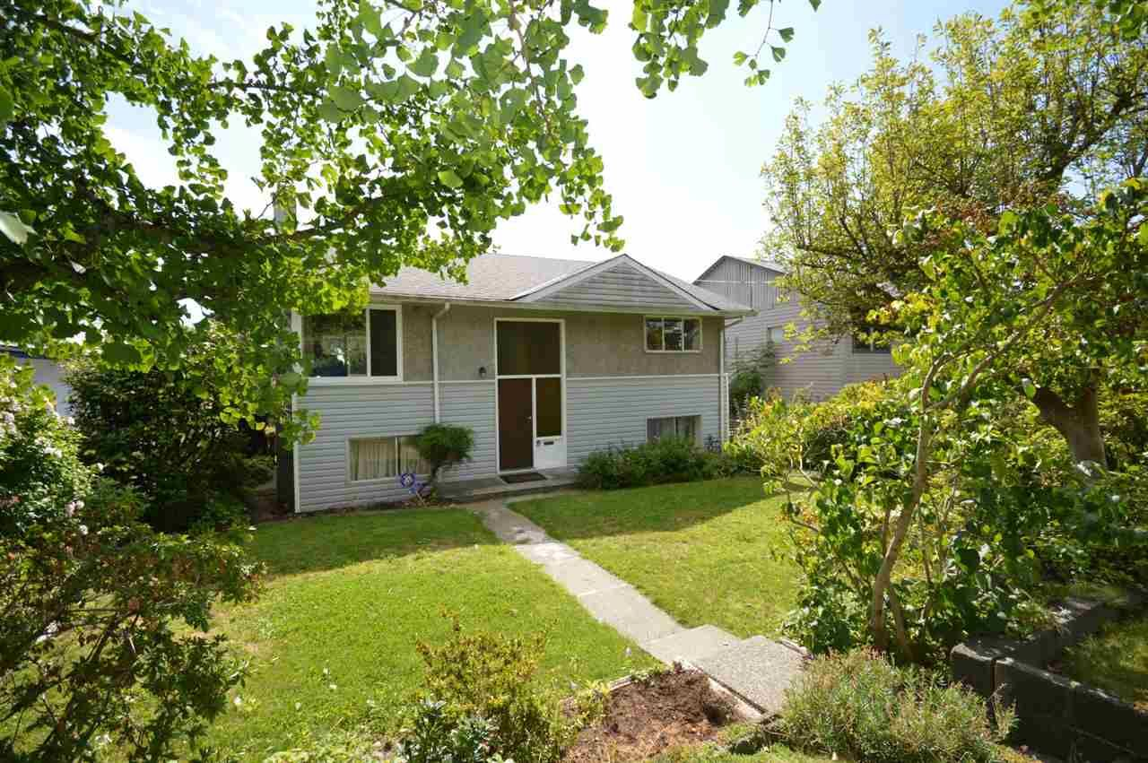 """Main Photo: 215 W 28TH Street in North Vancouver: Upper Lonsdale House for sale in """"UPPER LONSDALE"""" : MLS®# R2491209"""
