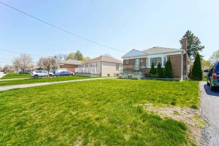 Photo 2: Main 5 Orlando Boulevard in Toronto: Wexford-Maryvale House (Bungalow-Raised) for lease (Toronto E04)  : MLS®# E5206702
