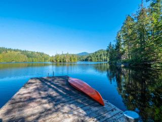 """Photo 1: 13702 CAMP BURLEY Road in Garden Bay: Pender Harbour Egmont House for sale in """"Mixal Lake"""" (Sunshine Coast)  : MLS®# R2485235"""