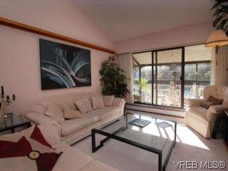 Photo 3: 416 1009 McKenzie Ave in VICTORIA: SE Quadra Condo for sale (Saanich East)  : MLS®# 553135