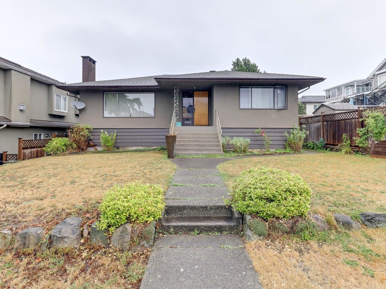 Main Photo: 4065 PARKER Street in Burnaby: Willingdon Heights House for sale (Burnaby North)  : MLS®# R2610580