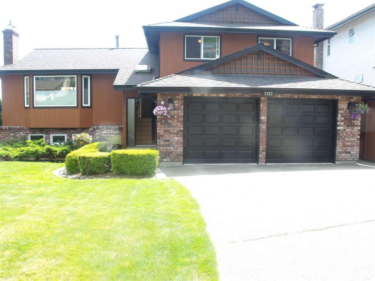 Main Photo: 1422 LANSDOWNE Drive in Coquitlam: Upper Eagle Ridge House for sale : MLS®# R2096768