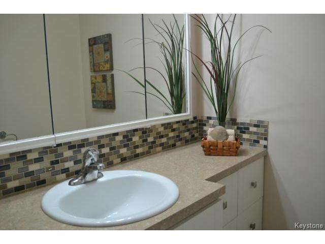 Photo 10: Photos: 1600 Taylor Avenue in WINNIPEG: River Heights / Tuxedo / Linden Woods Condominium for sale (South Winnipeg)  : MLS®# 1414423