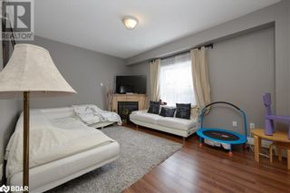 Photo 10: 23 ORLEANS Avenue in Barrie: House for sale : MLS®# 40079706