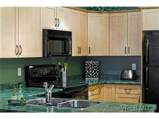 Photo 1: 102 360 Goldstream Ave in VICTORIA: Co Colwood Corners Condo for sale (Colwood)  : MLS®# 560651