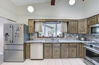 Photo 14: 335 Queensland Place SE in Calgary: Queensland Detached for sale : MLS®# A1137041