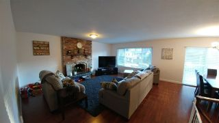 Photo 3: 2362 CAMERON Crescent in Abbotsford: Abbotsford East House for sale : MLS®# R2243822