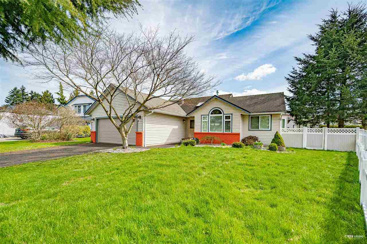 Main Photo: 6202 187B Street in Surrey: Cloverdale BC House for sale (Cloverdale)  : MLS®# R2576659