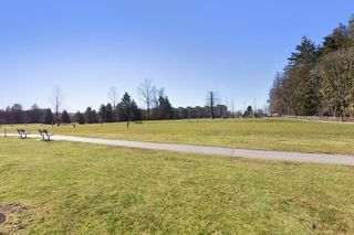 """Photo 15: 405 10188 155 Street in Surrey: Guildford Condo for sale in """"The Sommerset"""" (North Surrey)  : MLS®# R2379338"""