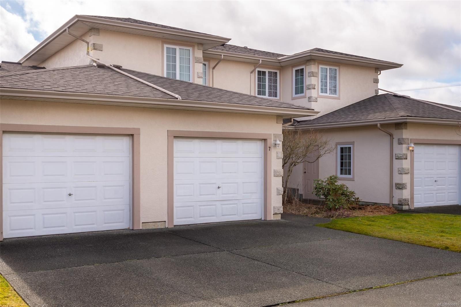 Main Photo: 7 2055 Galerno Rd in : CR Willow Point Row/Townhouse for sale (Campbell River)  : MLS®# 866819
