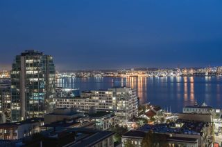 """Photo 1: 1401 120 W 2ND Street in North Vancouver: Lower Lonsdale Condo for sale in """"The Observatory"""" : MLS®# R2526275"""