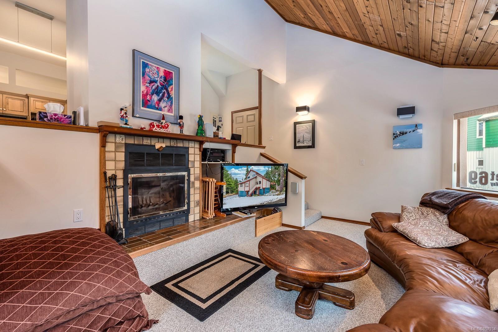 Photo 8: Photos: 998 STRATA Way in : CV Mt Washington House for sale (Comox Valley)  : MLS®# 857934