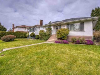 Photo 2: 3041 E 54TH Avenue in Vancouver: Killarney VE House for sale (Vancouver East)  : MLS®# R2548392