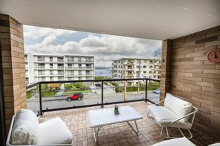 Main Photo: 301 1280 Newport Ave in : OB South Oak Bay Condo for sale (Oak Bay)  : MLS®# 867080