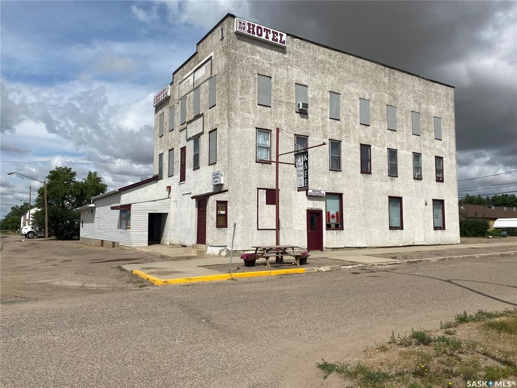 Main Photo: 305 Pacific Avenue in Luseland: Commercial for sale : MLS®# SK867012