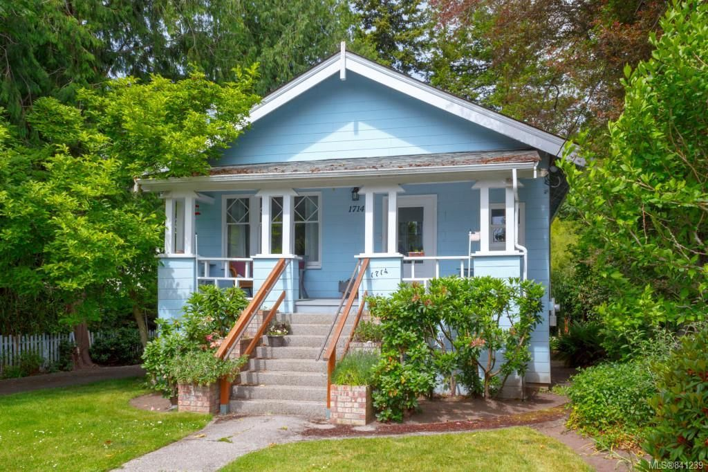 Main Photo: 1714 Hampshire Rd in Oak Bay: OB North Oak Bay House for sale : MLS®# 841239