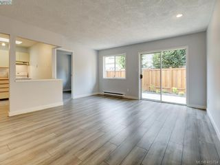 Photo 2: 11 515 Mount View Ave in VICTORIA: Co Hatley Park Row/Townhouse for sale (Colwood)  : MLS®# 824724