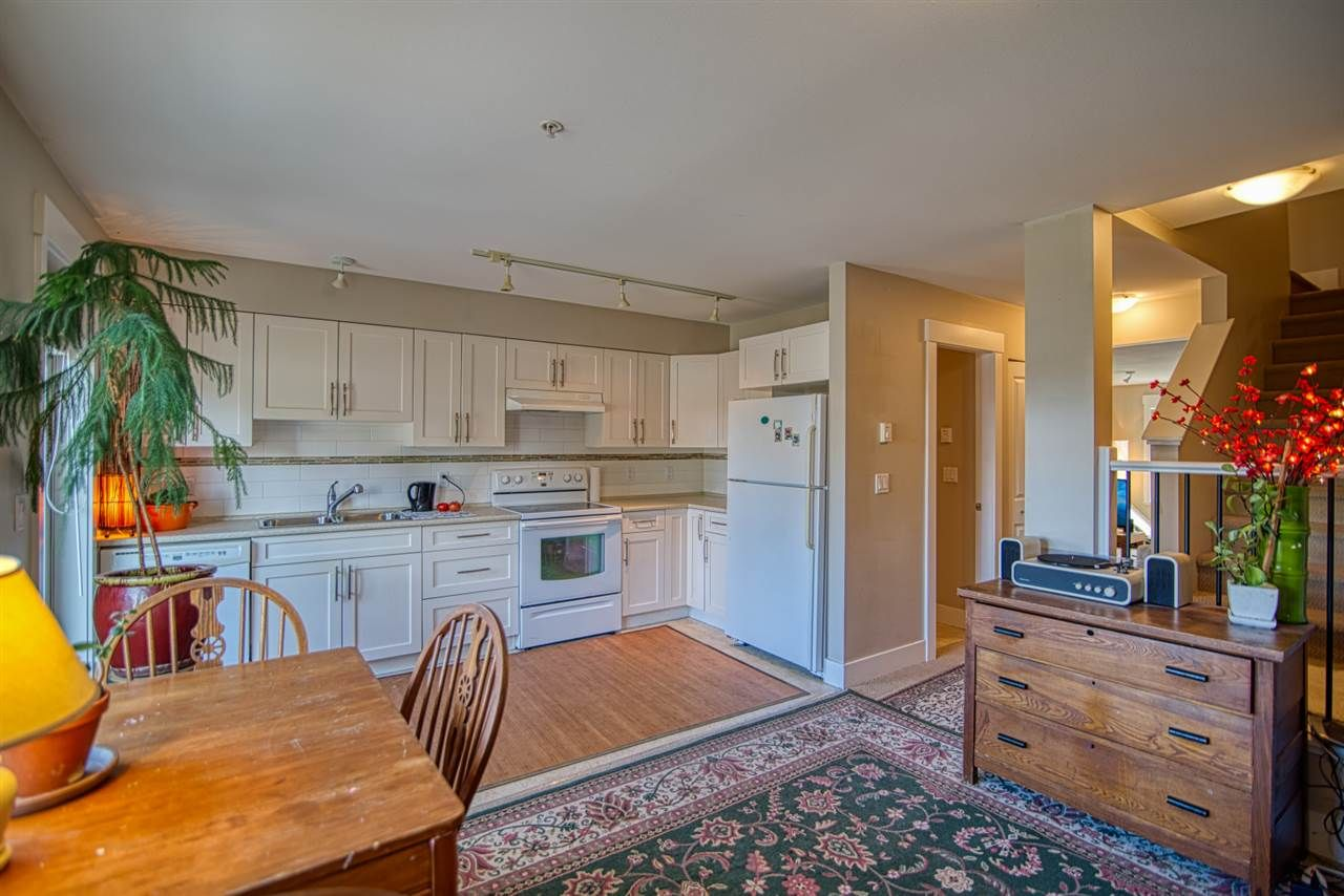 """Main Photo: 6 6233 TYLER Road in Sechelt: Sechelt District Townhouse for sale in """"THE CHELSEA"""" (Sunshine Coast)  : MLS®# R2470875"""