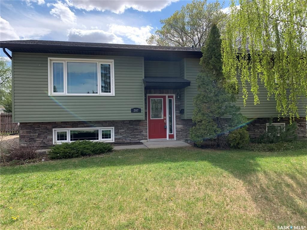Main Photo: 207 4th Avenue West in Watrous: Residential for sale : MLS®# SK838810