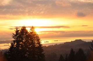 Photo 2: 4220 STARLIGHT WAY in North Vancouver: Upper Delbrook House for sale : MLS®# R2036386