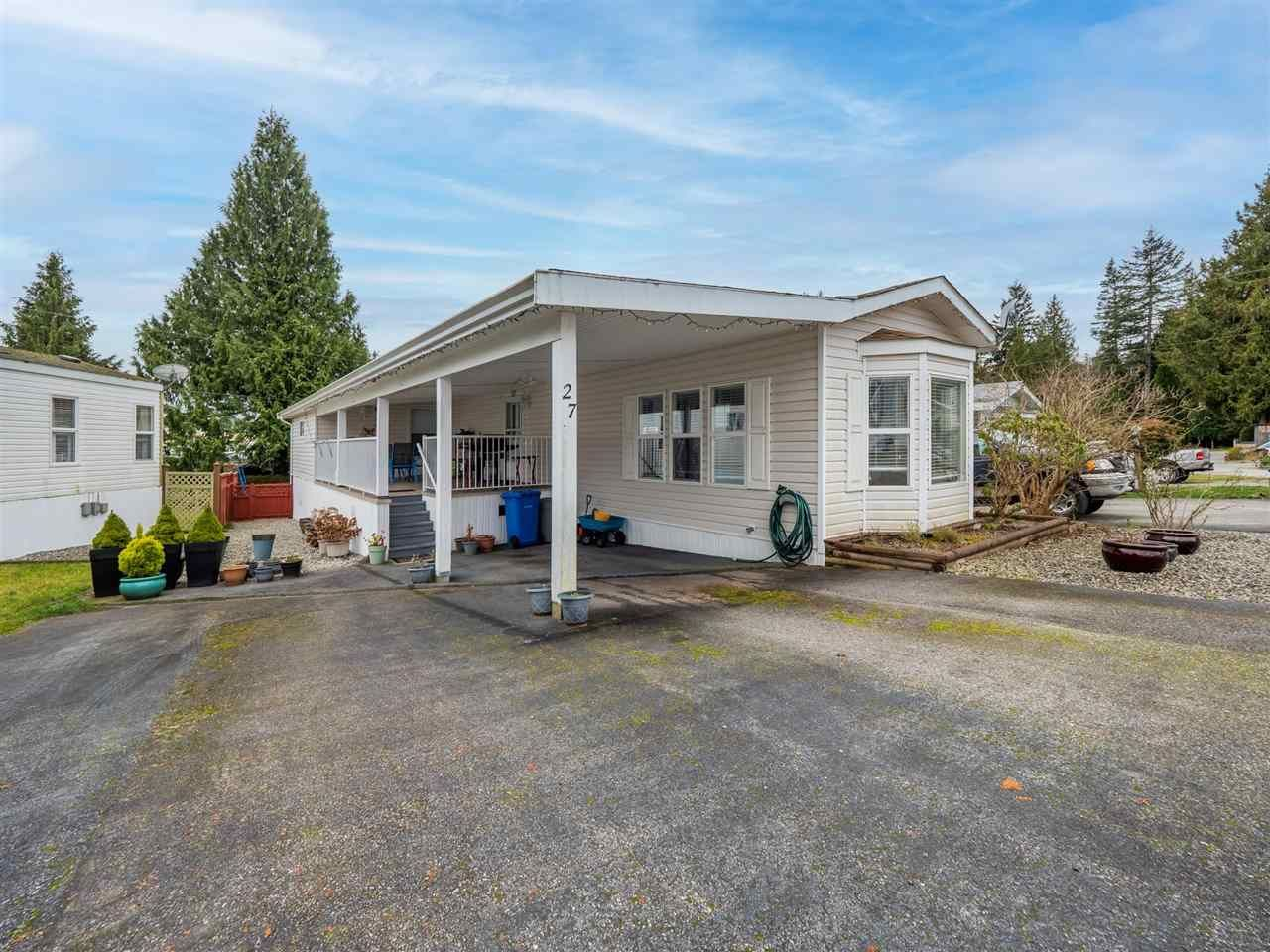 Main Photo: 27 5575 MASON Road in Sechelt: Sechelt District Manufactured Home for sale (Sunshine Coast)  : MLS®# R2532153