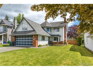 Photo 19: 1300 Layritz Pl in VICTORIA: SW Layritz House for sale (Saanich West)  : MLS®# 700701