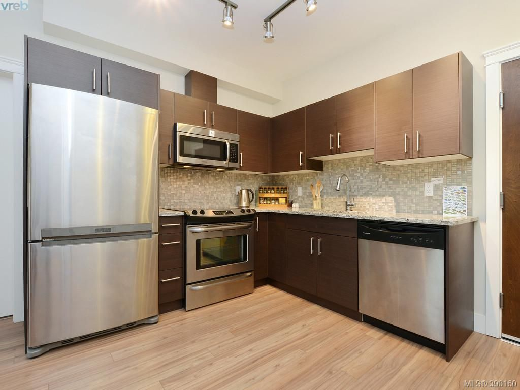 Photo 6: Photos: 202 935 Cloverdale Ave in VICTORIA: SE Quadra Condo for sale (Saanich East)  : MLS®# 784238