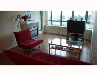 """Photo 2: 902 6659 SOUTHOAKS Crescent in Burnaby: Middlegate BS Condo for sale in """"GEMINI II"""" (Burnaby South)  : MLS®# V684659"""