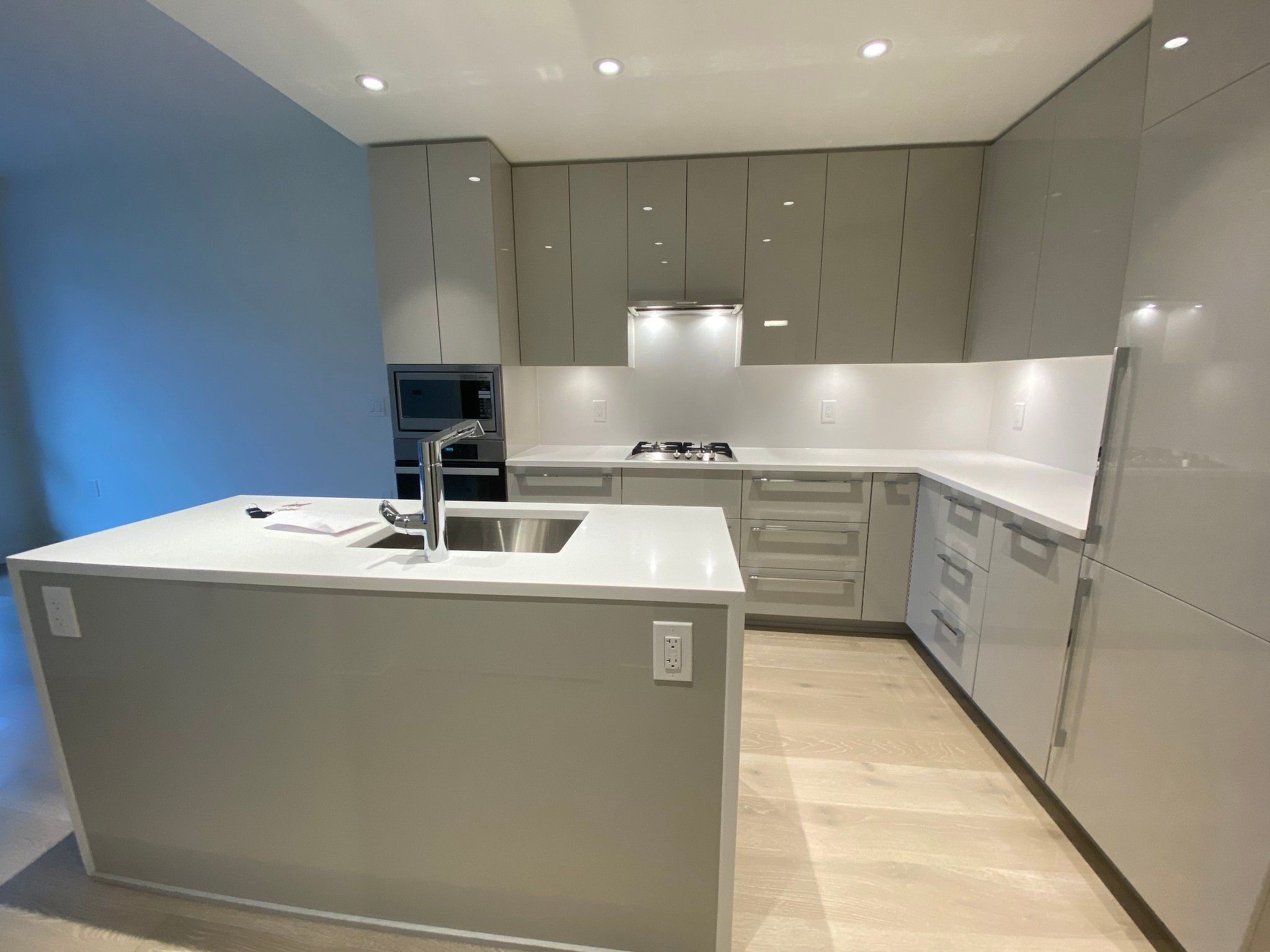 Main Photo: 1F-5189 Cambie St in Vancouver: Cambie Condo for rent (Vancouver West)